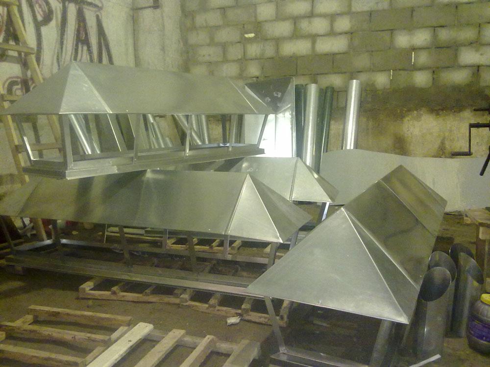 Дымник, колпак из оцинкованной стали для защиты от птиц и атмосферных осадков.